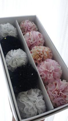 キッズ用*ぽんぽんゴムの作り方|子ども服|ベビー・キッズ|作品カテゴリ|アトリエ                                                                                                                                                                                 もっと見る Diy Hair Accessories, Handmade Accessories, Handmade Items, Crochet Flowers, Fabric Flowers, Paper Flowers, Ribbon Work, How To Make Diy, Hair Ornaments