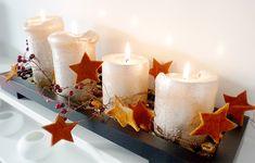 Adventskranz basteln mit einem Tablett und einer Drahtgirlande mit Filzsternen Advent Candles, Pillar Candles, Christmas Diy, Christmas Decorations, Xmas, Retro Wallpaper, Diy Weihnachten, Pin Collection, Birthday Candles