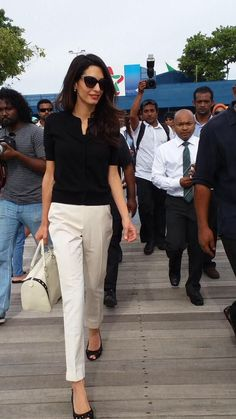 Keep it simple with a black shirt and white tailored trousers. Work style. Amal Clooney Style #Mylifemystyle
