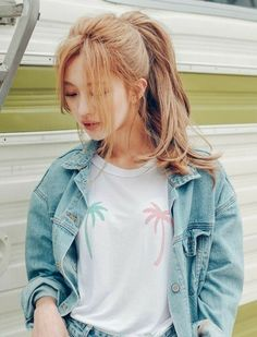 Korean Fashion Trends you can Steal – Designer Fashion Tips Korean Hairstyle Long, Korean Hairstyles, Korean Hair Color, Hair Korean Style, Ulzzang Hair, Kpop Hair, Korean Fashion Trends, Mode Outfits, Dyed Hair