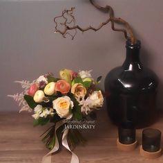 Тонкий аромат пионовидных роз и астильбы, бархатные ранункулюсы, трогательный душистый горошек и благородный амарилис лососевого цвета.
