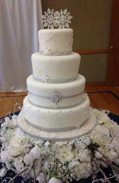 Winter Wonderland wedding cake ♥ what do you think jacque Christmas Wedding Cakes, Winter Wedding Cakes, Winter Cakes, Winter Weddings, Romantic Weddings, Winter Wonderland Cake, Snowflake Cake, Bolo Cake, Themed Wedding Cakes