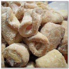 Reteta culinara Cornulete cu rahat (de post) din categoria Dulciuri. Cum sa faci Cornulete cu rahat (reteta de post) Romanian Desserts, Romanian Food, Vegan Sweets, Delish, Biscuits, Sweet Treats, Deserts, Good Food, Food And Drink
