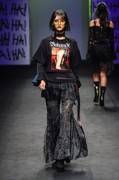 Korean Fashion Trends you can Steal – Designer Fashion Tips Dark Fashion, High Fashion, Fashion Show, Fashion Design, Style Fashion, Seoul Fashion, Korean Fashion, London Fashion, Indian Fashion