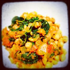 Chickpea Spinach Curry - Vegucated in Vancouver Healthy Vegetable Recipes, Vegetable Dishes, Raw Food Recipes, Meat Recipes, Indian Food Recipes, Cooking Recipes, Ethnic Recipes, Recipies, Vegetarian Recipes