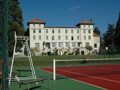 COLEGIU PRIVAT in Normandia ~ BONUS 200 EURO // Colegiul este una dintre cele mai bune scoli private cu internat din Franta. Infiintata in 1899, aceasta se afla in Normandia, la 115 km de Paris si 110 km de malul marii. Aici invata elevi din peste 40 de tari, iar parteneriatul strategic cu UNESCO aduce numeroase beneficii scolii si elevilor acesteia. Pe plan lingvistic, obiectivul scolii este ca fiecare elev sa devina bilingv dupa un singur an petrecut in colegiu.
