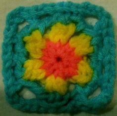 Making granny squares on knitting loom Loom Lore: Baby Gran squares Spool Knitting, Loom Knitting Projects, Loom Knitting Patterns, Sewing Patterns, Knitting Looms, Knitting Ideas, Crochet Stitches, Knit Crochet, Loom Scarf