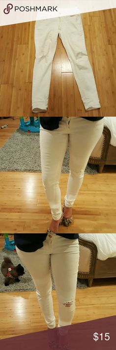 Old Navy Rockstar White Jeans Stylish and comfortable white jeans by Old Navy. These are the Rockstar style. Low rise jeans with stretch super comfy. These jeans have a cool ripped detailing on the right knee. I wore these a handful of times when I was pregnant last year. No longer fit me which is why I am selling otherwise I would keep these , they are amazing jeans definitely a staple!! Old Navy Jeans Skinny