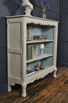 Vintage Home Small French Curve Fronted Bookcase Refurbished Furniture, Repurposed Furniture, Shabby Chic Furniture, Furniture Makeover, Vintage Furniture, Painted Furniture, Shabby Chic Bookcase, French Furniture, Shabby Chic Mode