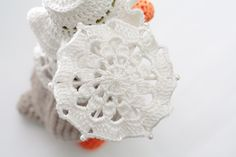 How to crochet a mini umbrella.