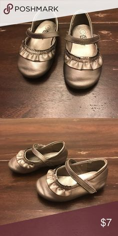 Teeny Toes silver metallic dress shoes sz 3 Silver/metallic dress shoes size 3 Teeny Toes Shoes Dress Shoes