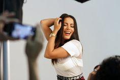 Chic e Fashion: Anitta agora é a musa dos relógios Condor