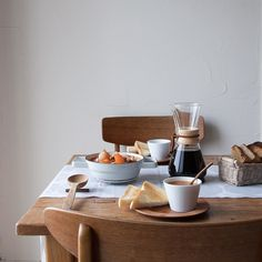 cafenoma - Morning soup on a such cold day . Think Food, Love Food, Coffee Love, Drip Coffee, Cafe Interior, Sunday Brunch, Breakfast Time, Dinner Table, Morning Coffee