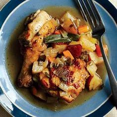 This One-Pot Braised Chicken and Pear has less than 10 ingredients and is a #onepot meal, making it perfect for an easy family dinner!   http://www.rachaelraymag.com/Recipes/rachael-ray-magazine-recipe-search/dinner-recipes/one-pot-braised-chicken-and-pear