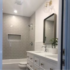 18 Small Bathroom Ideas With Tub Shower Combo ~ House Design Ideas Bathroom Layout, Bathroom Tile Designs, Bathroom Renovation Diy, Bathroom Decor, Bathroom Remodel Shower, Bathrooms Remodel, Bathroom Makeover, Diy Bathroom Remodel, Tile Bathroom