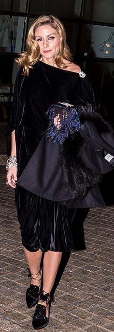 Who made  Olivia Palermo's blue fringe handbag, black coat, and shoes? Sanayi 313..