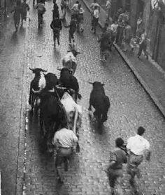 The running of the bulls in Pamplona Pamplona, Running Of The Bulls, Antique Photos, Fiestas