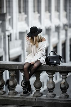 Destroy sweater and fishnet tights Autumn Winter Fashion, Fall Winter, Winter Style, Fishnet Tights, Hipster, Street Style, Style Inspiration, Styles, My Style