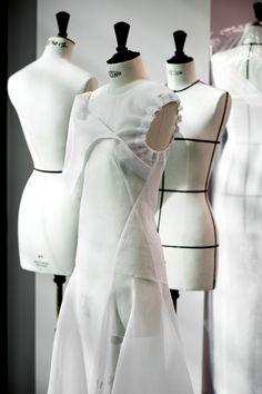 Savoir-faire: le défilé Dior sous toutes les coutures Moulage ... ○○○○○○○○○○○○○○○○○○○○○○○○○○○○○ #LOVE #moulage #sewing #croquis #hautecouture #mode #fashionblogger  #instaart #art #instaarte #moda #fashion #ombre #fashionstyle  #fashiondress #styliste #mannequin #jewelry #fashionstudy #dessin #style #fashion #kabyle #black #blog #fashionaddict #dessin #dior #chanel