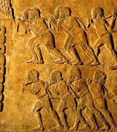 Transportadores de lenha, 721-705 a.C., Museu do Louvre, Paris.
