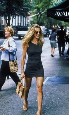 Carrie Bradshaw was famous for her iconic outfits on Sex And The City, but did you know her opening look was almost completely different...