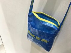 """PEOPLE are creating all different kinds of clothes and accessories out of IKEA'S blue bag. In the wake of high end designer Balenciaga """"copying"""" the iconic IKEA Frakta bag, the famous blue tote has… Ikea Shopping, Shopping Bag, Ikea T Shirt, How To Make Clothes, Making Clothes, Diy Clothing, Blue Bags, Refashion, Design"""