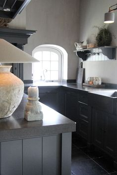 Window arch, shelf, candle and lamp Grey Kitchen Floor, Kitchen Flooring, New Kitchen, Kitchen Dining, Porch Fireplace, Living Styles, Modern Rustic, Kitchen Interior, New Homes