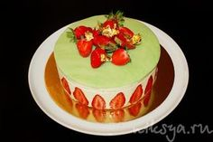 Strawberry Cake with Pistachio Cream