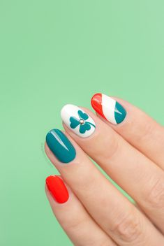 Tutorial: St Patrick's Day Shamrock Nail Art