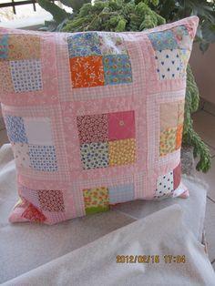 Filomena Crochet: - Almofada de Retalhos - Patchwork Pillow                                                                                                                                                                                 Mais
