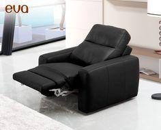 El sofá Eva de HOME es un modelo de diseño moderno, con posibilidad de opción relax, de gran confort. Está disponible en 2 plazas (180 cm de largo), 3 plazas (220 cm de largo), un conjunto 3+2 (formado por un modelo 2 plazas y un modelo 3 plazas), 2 plazas relax (180 cm), 3 plazas relax (220 cm) y sillón relax (105 cm).