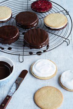 Delicous Desserts, Just Desserts, Cafe Food, Food Menu, British Baking, British Cook, Wagon Wheel Biscuit, Cookie Recipes, Dessert Recipes