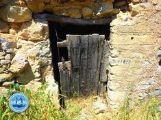 Wandern und Camping in Griechenland kreta Foundation For Pale Skin, Best Foundation, Crete, Firewood, Good Things, Sandstone Wall, Far Away, Wilderness, Campsite