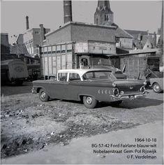 Op de foto (1964) van F. Verdelman is een Ford Fairlane ( BG-57-42 ) blauw/wit te zien van de Gemeente politie Rijswijk Ford Fairlane, Transportation, Net, Vehicles, The Hague, Car, Vehicle, Tools