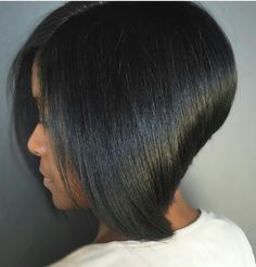 "It can not be repeated enough, bob is one of the most versatile looks ever. We wear with style the French ""bob"", a classic that gives your appearance a little je-ne-sais-quoi. Here is ""bob"" Despite its unpretentious… Continue Reading → Angled Bob Hairstyles, Short Bob Haircuts, Straight Hairstyles, Black Hairstyles, Hairstyles 2018, Hairstyles Pictures, Hair Pictures, Chinese Bob Hairstyles, Girl Hairstyles"