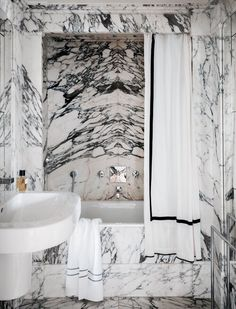 43 Beautiful Black Marble Bathroom Design To Looks Classy - Home Design Designer Shower Curtains, Interior, Dream Bathrooms, Marble Bathroom Designs, White Shower, House Interior, Interior Design, Black Marble Bathroom, White Shower Curtain