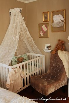 ...here in Iceland its traditional for babies to sleep in their parents bedrooms, at least for the first few months. So when a good friend of mine asked me fo