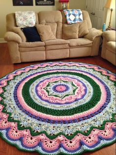 This is the rug she made with Noooodles T-Shirt Yarn. Used a Raverly pattern pinned as well. I did not know how to merge images, so I made to pins. Crochet Doily Rug, Crochet Rings, Crochet Home, Diy Crochet, Crochet Patterns, Mandala Rug, Crochet Crowd, T Shirt Yarn, Crochet Projects