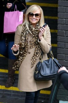 Emma Bunton Leather Tote - Emma Bunton added rich color to her stylish street wear with a teal leather purse. Emma Bunton, Baby Spice, Spice Girls, Female Singers, Girl Crushes, Her Style, Casual Chic, Style Icons, Street Style