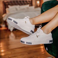 Shop Women's Puma White Black size 7 Sneakers at a discounted price at Poshmark. Description: Cute summer sneaker by Puma. White Puma Shoes, Puma Shoes Women, Black Shoes Sneakers, Sneakers Mode, Pumas Shoes, On Shoes, Sneakers Fashion, Shoe Boots, Shoes Men
