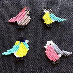 Cui cui ! C'est le printemps je tisse des pioupious aux couleurs psychédéliques !  ---- Tweet tweet! Spring is here so I'm weaving some birdies!