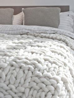i want this blanket or this yarn so much! This blanket would knit up sooo fast with giant knitting needles or even by arm knitting! Home Bedroom, Master Bedroom, Bedroom Decor, Upstairs Bedroom, Bedroom Ideas, Deco Design, Design Trends, Home And Deco, Knitted Blankets