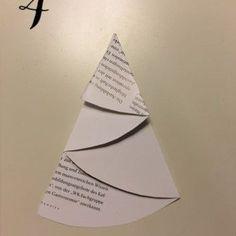 Wenn das Kleinkind einen anhimmelt und wenn man dann noch drei Ideen für Baumschmuck im skandinavischen Stil (diy) hat, dann ist wohl bald Weihnachten! ;) Christmas Cards, Xmas, English Words, Personalized Items, Handmade, Diy Hat, Advent, Card Ideas, Craft Art