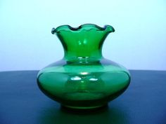 ANCHOR HOCKING FOREST GREEN DEPRESSION GLASS SMALL BELL VASE