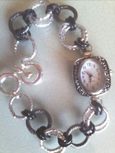 Orologio- bracciale conbcatena in alluminio diamantata grigio-argento