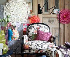 Accessoire-Trend: Muster Ein gut gefülltes Wohnzimmer voll mit Mustern Mit gemusterten Möbeln, Teppichen und Tapeten den Purismus verabschieden. http://www.schoener-wohnen.de/einrichten/accessoire-trends/214157-accessoire-trend-muster.html