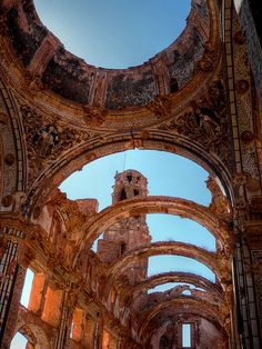 Ruins of the Church of San Agustín, Belchite, Spain photographed by Lope Grajales Ancient Architecture, Amazing Architecture, Alicante, Oh The Places You'll Go, Places To Visit, Abandoned Churches, Madrid, Spain Travel, Historical Sites