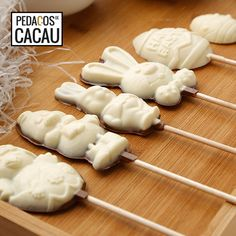 Lollipops da Páscoa info@pedacosdecacau.pt Lollipops, Dairy, Cheese, Food, White Chocolate, Cocoa, Tootsie Pops, Stick Candy, Essen
