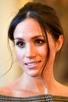 Curious About When Meghan Markle's Maternity Leave Ends? We Have the Answer - Curious About When Meghan Markle's Maternity Leave Ends? We Have the Answer Meghan Markle Hair, Meghan Markle Wedding, Meghan Markle Style, Meghan Markle Prince Harry, Prince Harry And Meghan, Lady Diana, Giorgio Armani, Natural Beauty Quotes, Hair Evolution