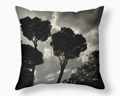"Pillow árboles B&W Tamaño 26""x26"" Incluido el inserto del cojín. $100 Www.marlifeshop.com  WhatsApp 62523992"